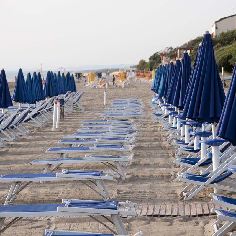 Lettini per spiaggia usati la cura dello yacht for Cabine al lago della piscina di joe
